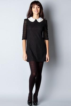 черное платье, дополненное контрастным белым воротником - лучший вариант подчеркнуть вашу привлекательность и сексуальность