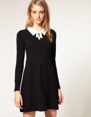 красота и сексуальность - заслуга платья черного цвета, дополненного белым воротником