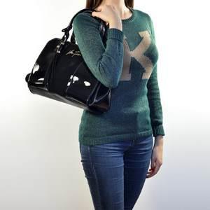 как правильно выбрать сумочку из кожи для ношения  через плечо, с чем сочетается и сколько стоит