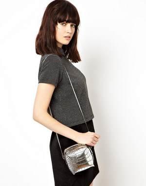 как выбрать женскую сумку небольшого размера, чтобы носить ее через плечо