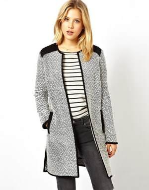 с чем носить пальто без воротника, какие аксессуары лучше подходят?