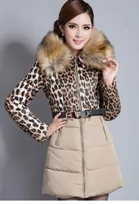 пальто зимнее с воротом, изготовленным из меха