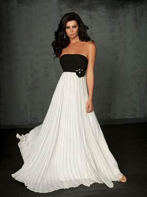 где купить вечернее платье в Москве - адреса магазинов, цены, советы по выбору изделия и аксессуаров к нему