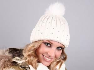 как выбрать, где купить и с чем носить шапку с меховым помпоном