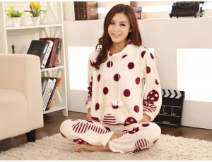 07832de51792 Уютная и теплая пижама хороша не только для ребенка, но и для взрослого:  это одна из лучших вещей в холодный сезон, в ней можно спать в мягкой  кровати, ...